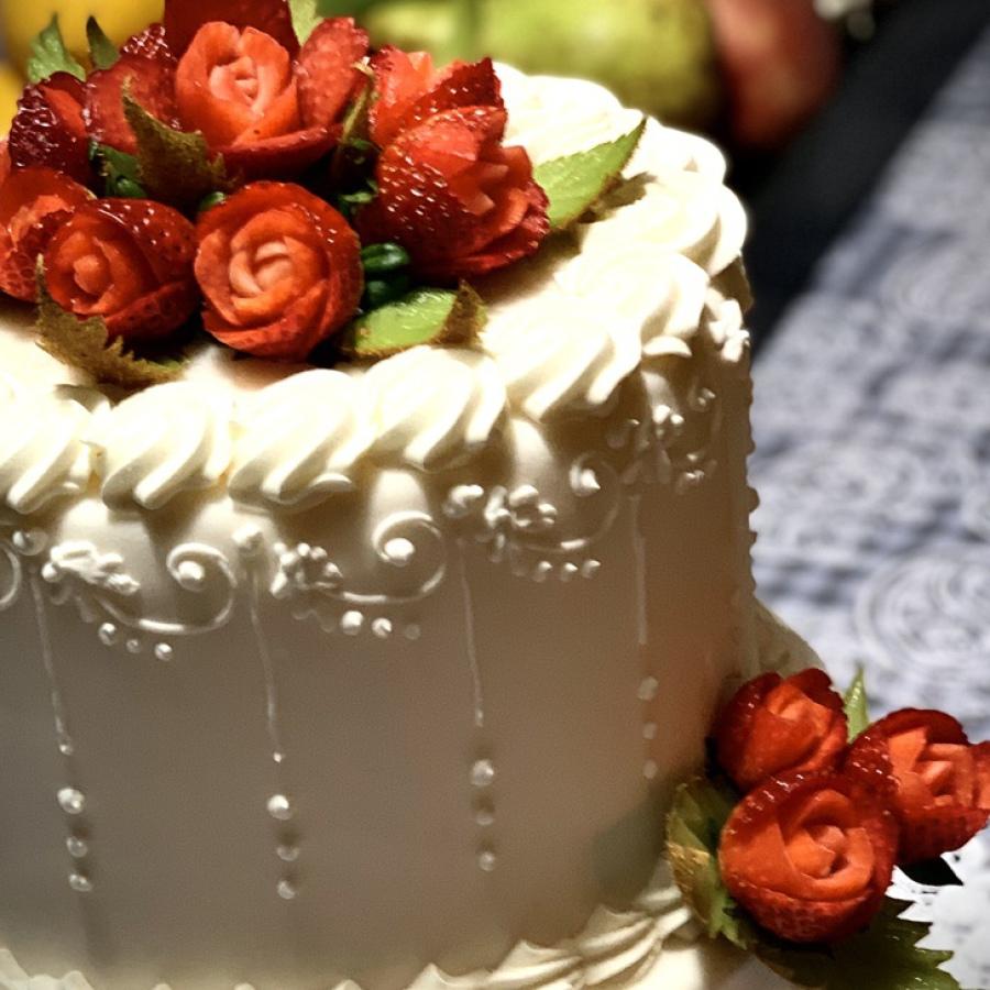 Decorazione-torta-frutta-fragole-intagli-Photo
